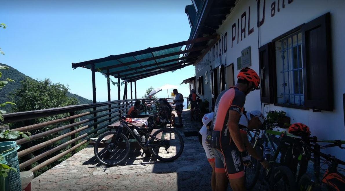 Bikers al rifugio Pirlo